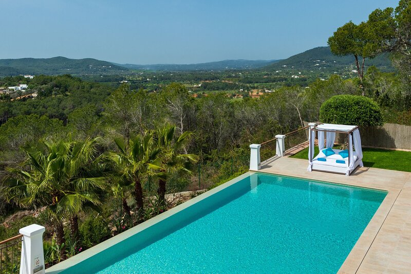Villa - 5 Bedrooms with Pool, WiFi and Sea views - 108988, holiday rental in Cala Llenya