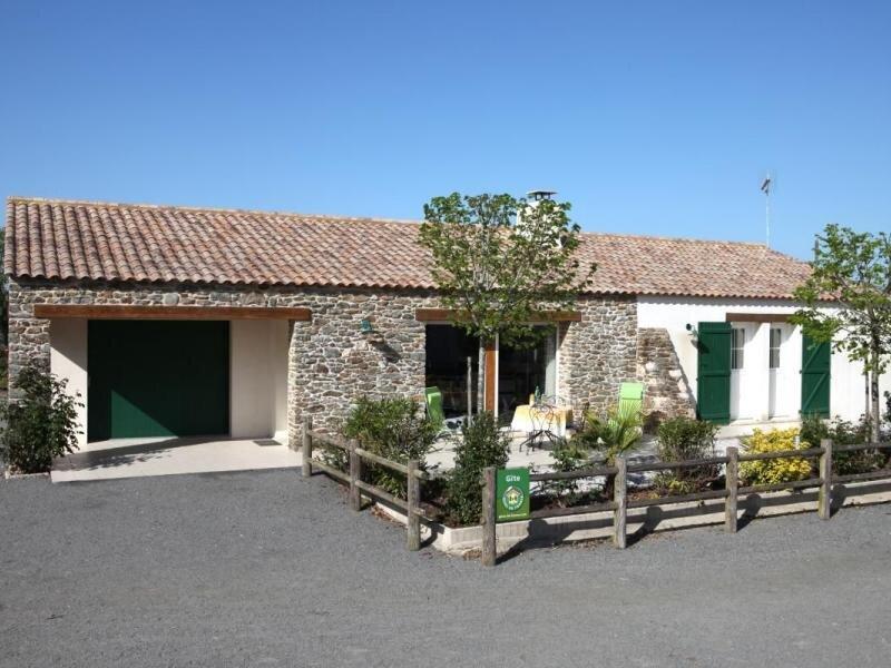 Les Joncs, holiday rental in La Garnache