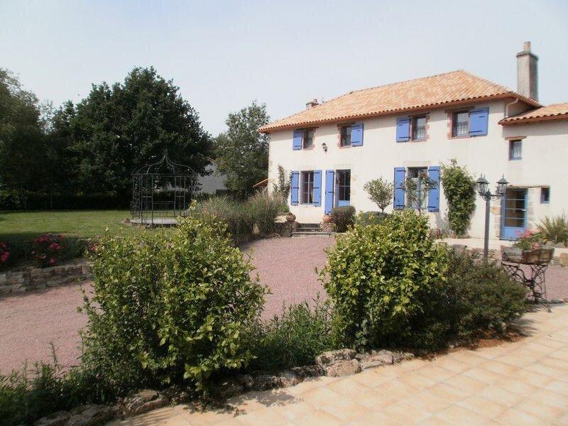 La Maison Bleue, location de vacances à Mouilleron Le Captif