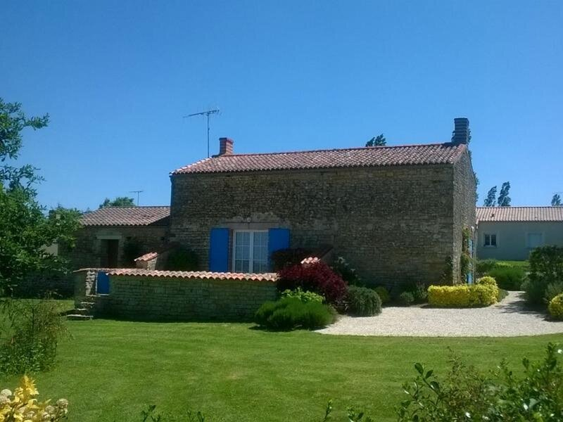 Val du Lay - Lavaud, holiday rental in Le Champ-Saint-Pere