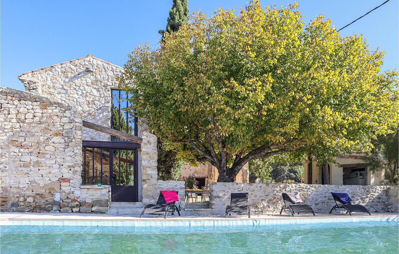 Awesome home in Rousset-les-Vignes with Outdoor swimming pool and 3 Bedrooms (FP, holiday rental in Montbrison-sur-Lez