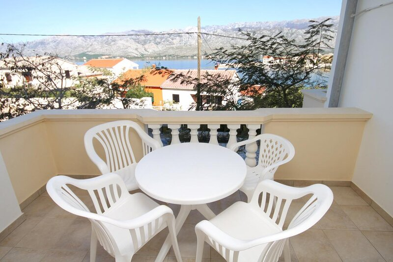 Vinjerac Apartment Sleeps 4 with Air Con - 5461857, vacation rental in Slivnica