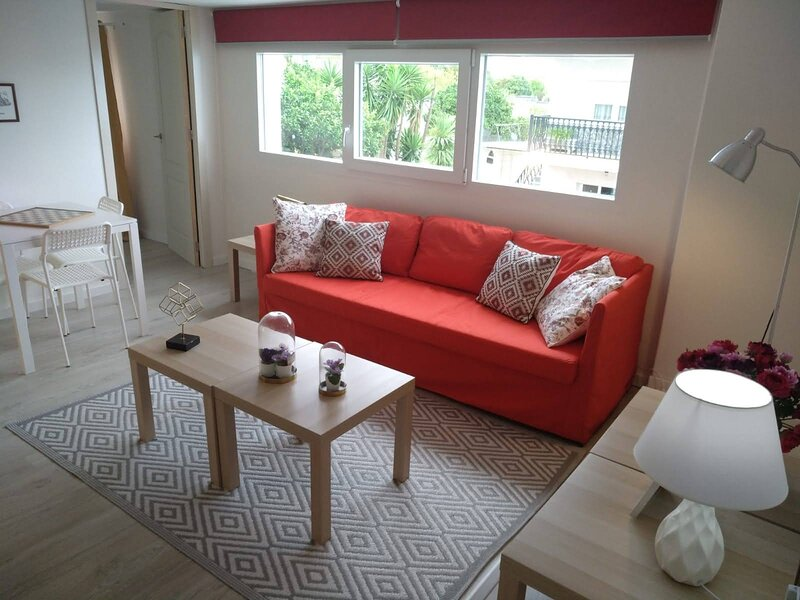 Inviting 4-Bed Apartment in ri, holiday rental in Ribeira