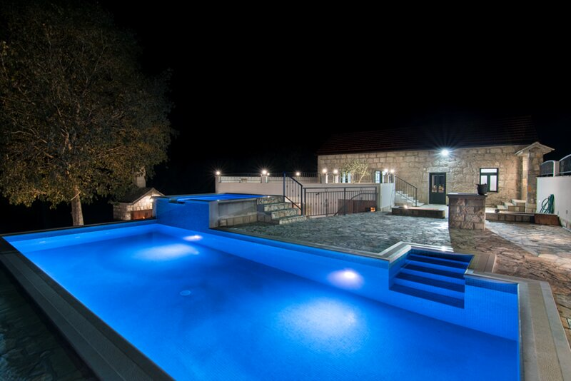 Villa Dvori Stipanovi with heated pool, holiday rental in Velim