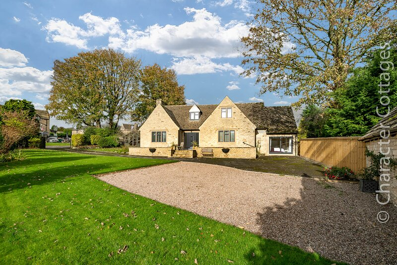 Bell Garden is an exquisite Cotswold stone property located in Stow-on-the-Wold, vacation rental in Upper Oddington