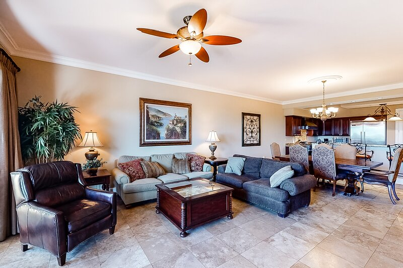 Lovely condo in a gulf-front property w/ beach access, 3 pools & 2 hot tubs!, vacation rental in Blue Mountain Beach