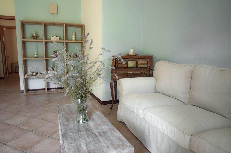 Flora, in tipico casale toscano, colline tra Lucca e Versilia, piscina e parco, alquiler vacacional en Stabbiano