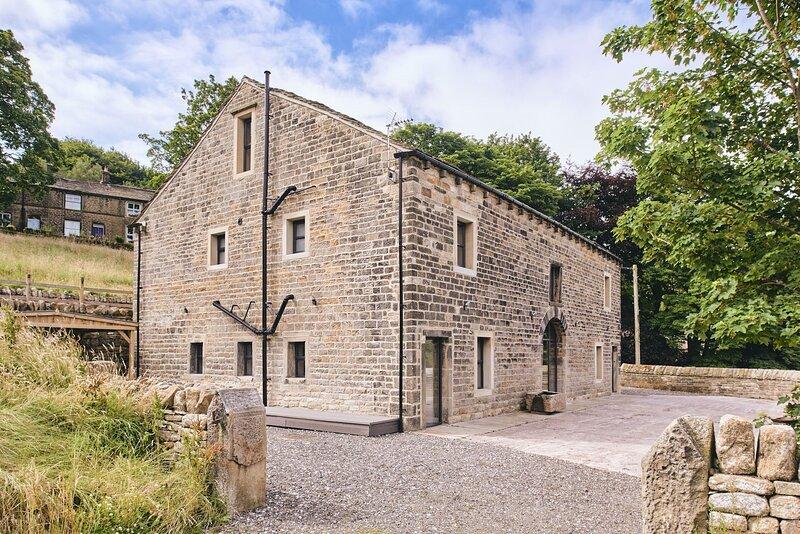Barn Conversion 575625, holiday rental in Rishworth
