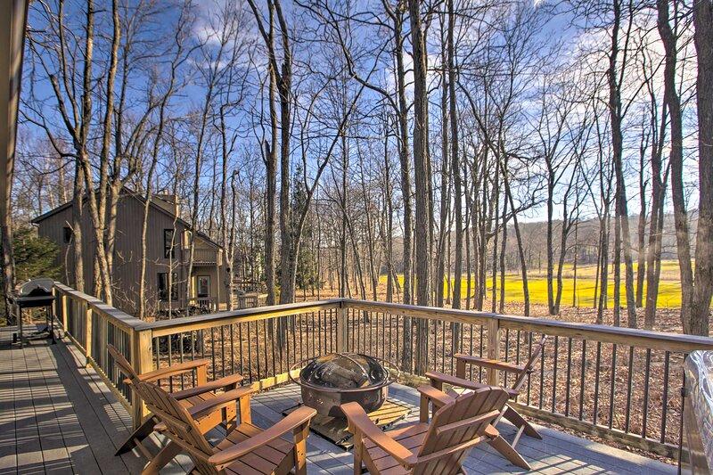NEW! Spacious Wintergreen Resort Home w/ Hot Tub!, location de vacances à Middlebrook