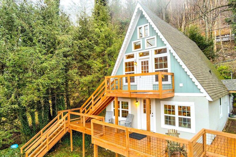 NEW! Cozy Banner Elk Cabin w/ Mtn View & Fireplace, vacation rental in Seven Devils
