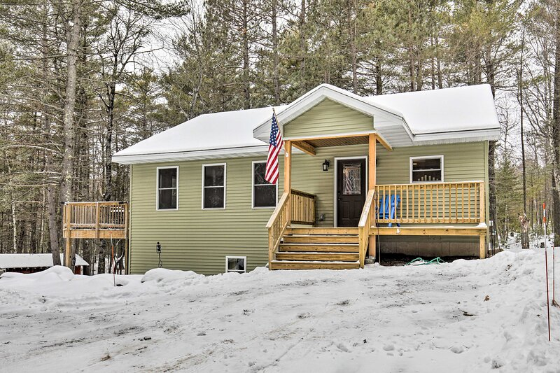 NEW! 4-Season Lakefront Home on Snowmobile Trails!, holiday rental in Star Lake