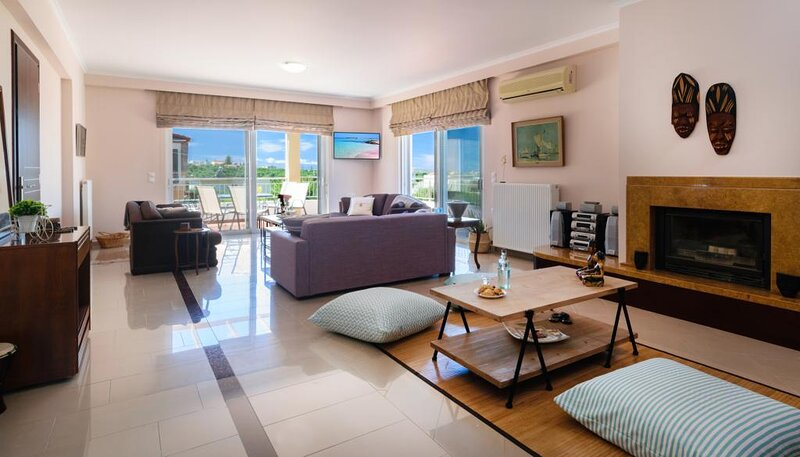 Stunning Comfortable Family House in Chania, holiday rental in Daratsos