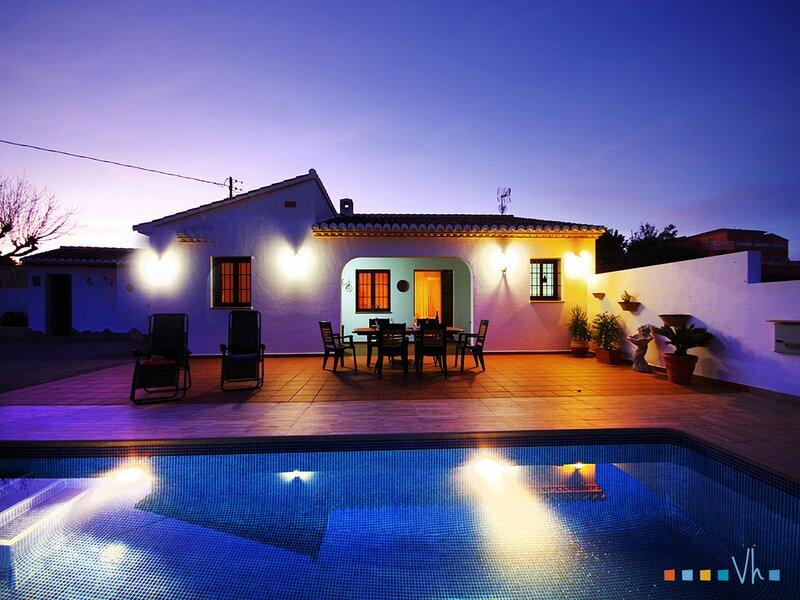 CALACRIS - Vacaciones en estilo mediterráneo para 6 personas en Teulada-Moraira, holiday rental in Canor