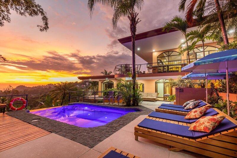 CasaTolteca -Your Private Luxury Estate Near Beach, alquiler de vacaciones en Parque Nacional Manuel Antonio