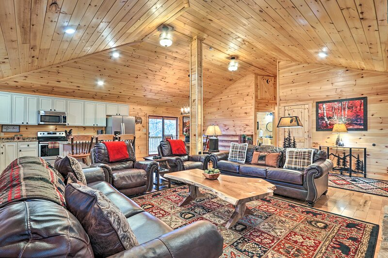 Gatlinburg Vacation Rental   6BR   4BA   Stairs Required   2,800 Sq Ft