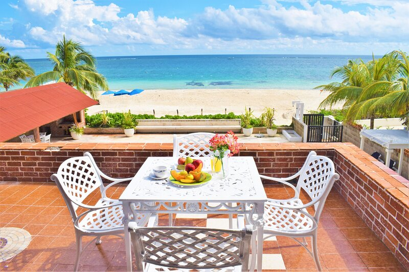 Casa León, an amazing house front to the beach, vakantiewoning in Puerto Morelos