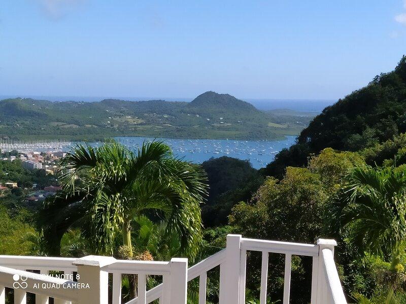 La MIGALINE Villa créole avec vue imprenable sur la mer des Caraïbes, location de vacances à Le Marin