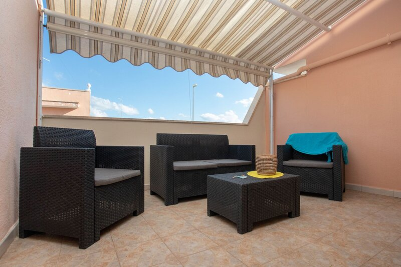 Casa Mango SX | terrazzino, zona centro, wifi, a/c, holiday rental in Torre Lapillo