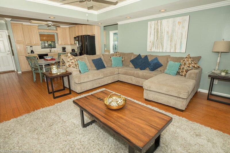 Furniture,Table,Living Room,Room,Indoors