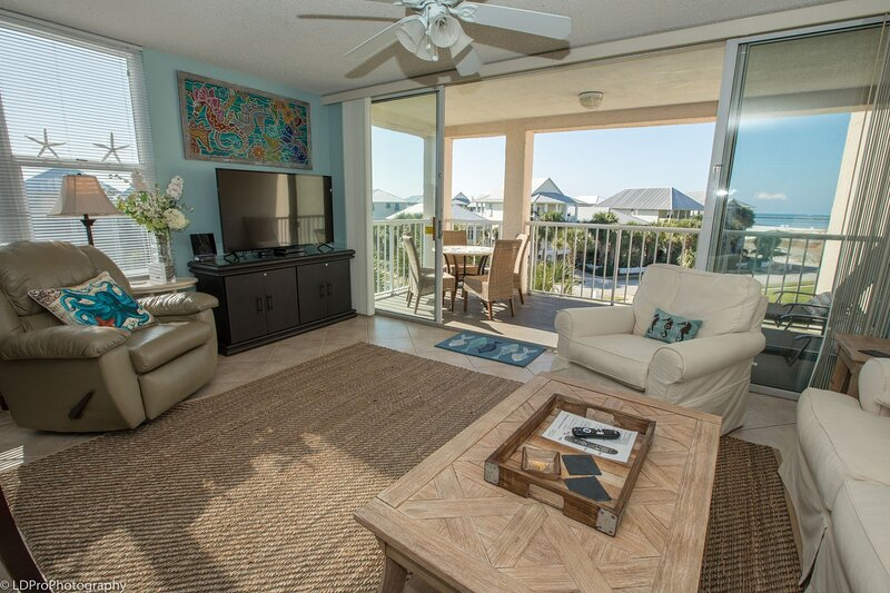 Magnolia House 301- Beautiful 2 BR End unit - Free beach service for 2, holiday rental in Shalimar