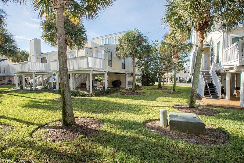 SPC 42 is a 3 BR 2 Ba Villa that sleeps 10 - short walk to the beach, alquiler de vacaciones en Shalimar