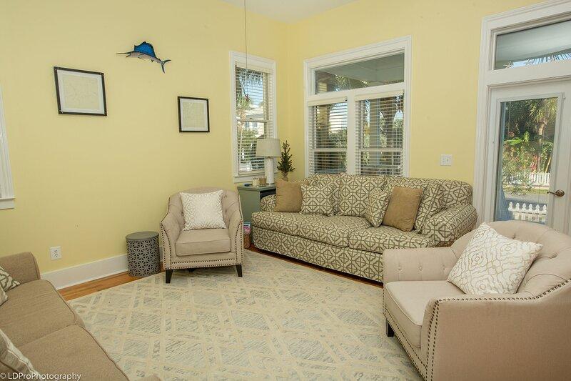 Destin Dolphin is a beautiful 2 BR located in Destin Pointe with Beach Service, aluguéis de temporada em Shalimar