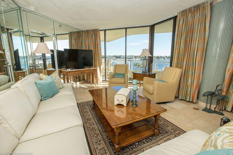 East Pass Towers 304 is a Stunning 3 bedroom with views of the Pass., aluguéis de temporada em Shalimar