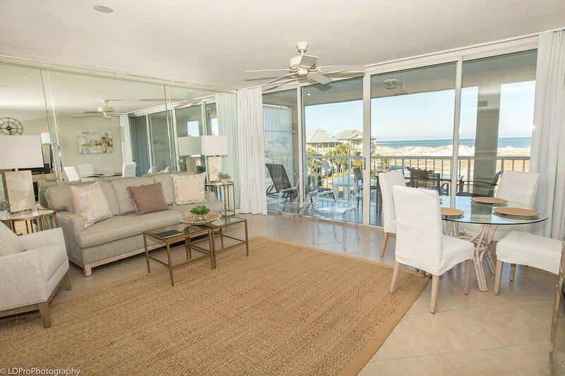 Magnolia House 306 is a recently updated 1 BR with Beach Set up for 2 included, aluguéis de temporada em Shalimar