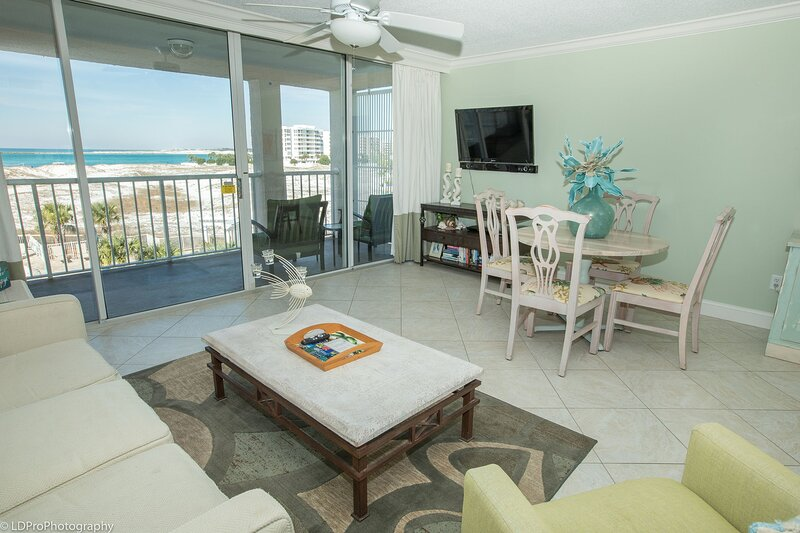Magnolia House 309 is a Luxury 1 BR with Free Beach Service for 2, holiday rental in Shalimar