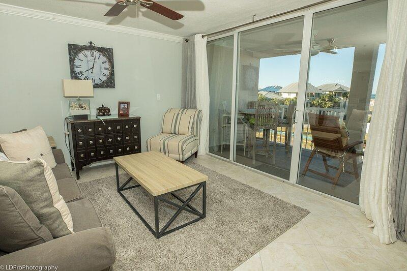 Magnolia House 305 is a Luxury 2 BR with Free Beach Service, alquiler de vacaciones en Shalimar