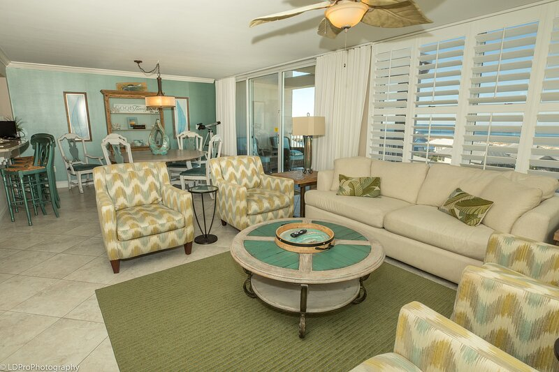 Magnolia House 602 is Luxury 2 BR w/Penthouse Views and Free beach set up for 2, alquiler de vacaciones en Shalimar