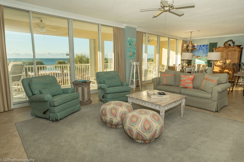 Oceania 201 - Rare 3 BR End unit with large balcony on the beach, holiday rental in Shalimar