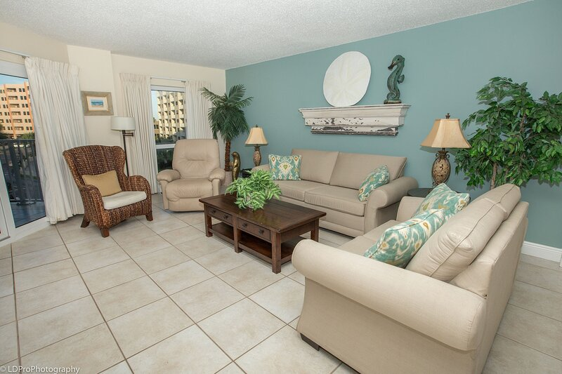 Spacious Gulf View Pet Friendly Condo with Balcony, vacation rental in Shalimar