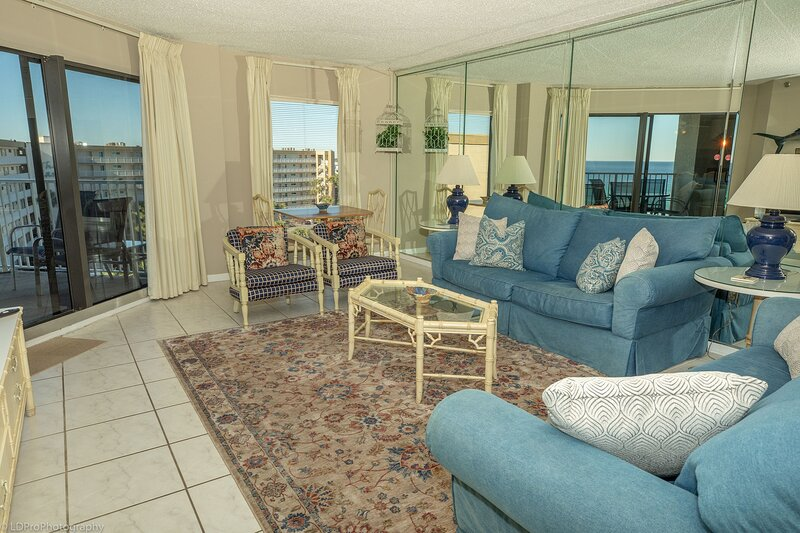 IR 617 - 2 BR 2 BA top floor sunset unit - over 1300 sf and washer/dryer, vacation rental in Shalimar