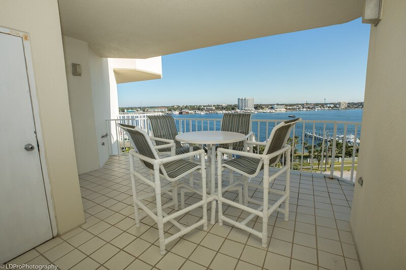 Waterview Towers Yacht Club 832 - Top Floor 3 BR on the Pass with Amazing views, vacation rental in Shalimar