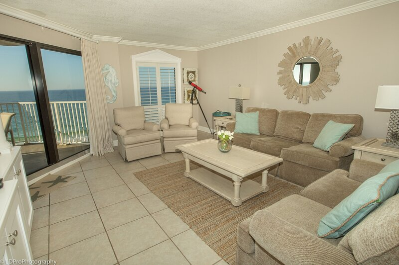 IR 403 is a Beautiful 2 BR Gulf Front with Washer Dryer over 1300 sf, alquiler vacacional en Shalimar