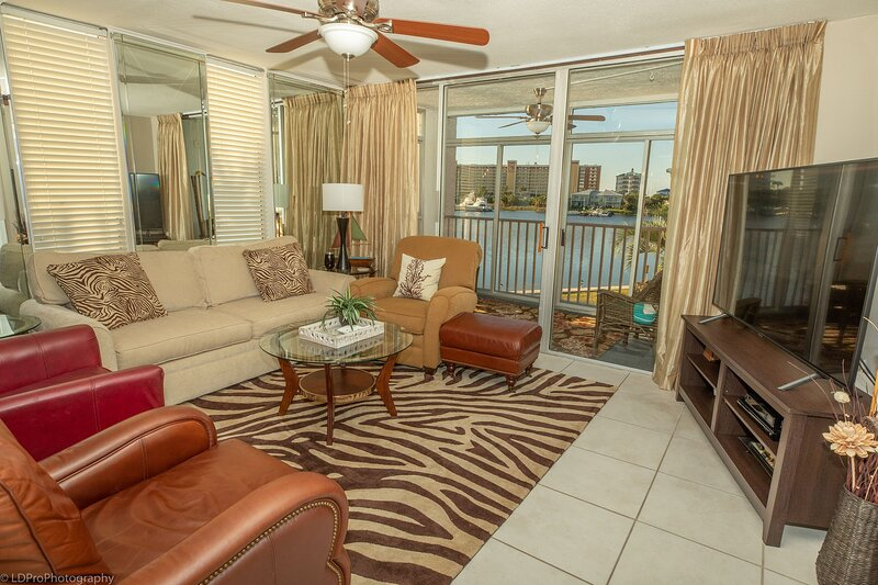DP 202C Recently renovated 2 bedroom condo near Destin Harbor and amazing views., vacation rental in Shalimar