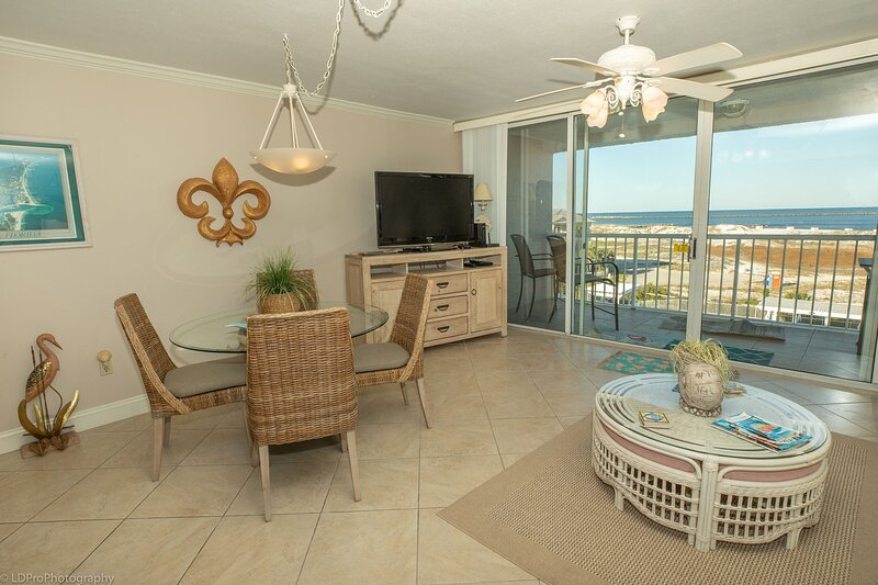 Magnolia House 407 is a 2 BR with amazing views, holiday rental in Shalimar
