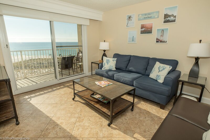 Destin on the Gulf 406 is a beautifully updated Gulf Front 2 BR, alquiler de vacaciones en Shalimar