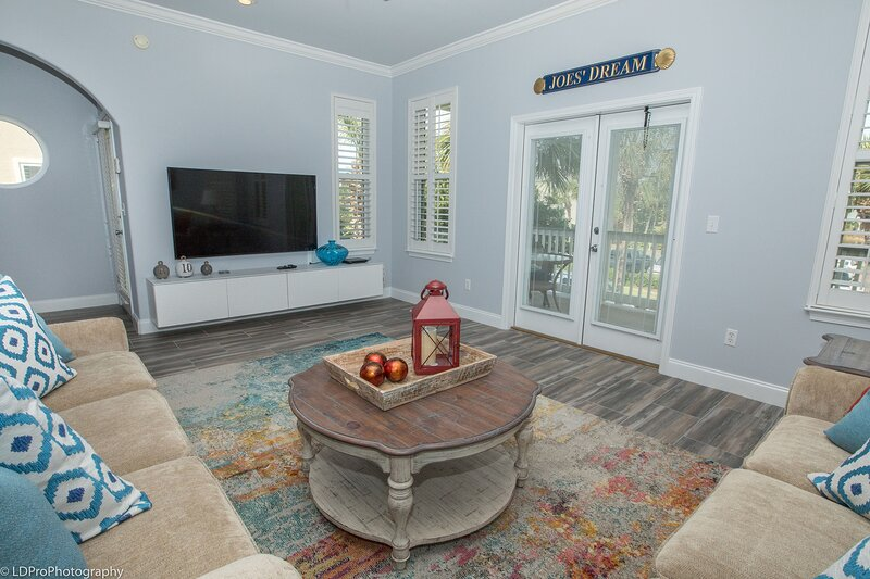 Joes Dream is a Gorgeous 3 BR 3 BA home in Destin Pointe that sleeps 8, alquiler de vacaciones en Shalimar