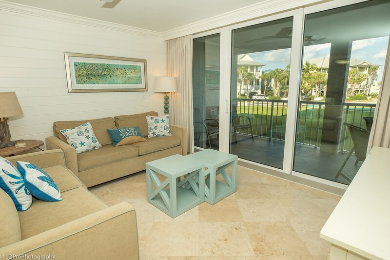 Mag 103 is a 2 BR with Free Beach Set up for 2 located in Destin Pointe, vacation rental in Shalimar