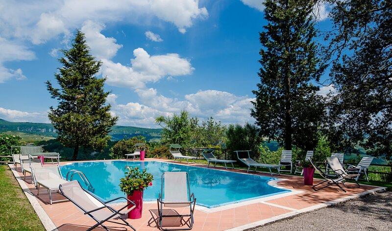 AMORE RENTALS - Villa Il Giardino with Private Swimming Pool, Garden, Ideal for, aluguéis de temporada em Radicofani