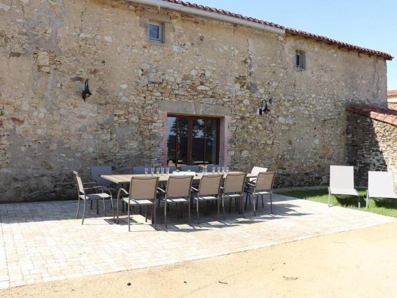 Logis des 3 mousquetaires - Athos, holiday rental in Bazoges-en-Paillers
