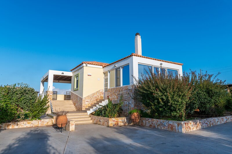 The Koan Amazing Retreat, spacious fully equipped, holiday rental in Zipari