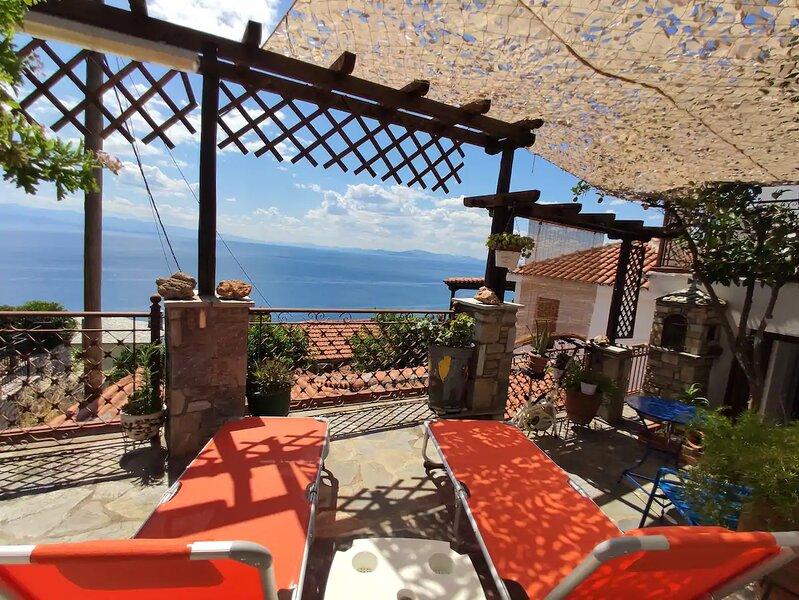 The Pagasitic Balcony - Magestic Sea Cottage, location de vacances à Argalasti