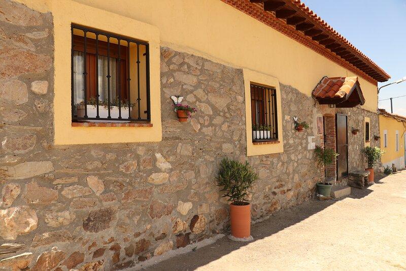 Los Abuelos Casa Rural., holiday rental in Galinduste