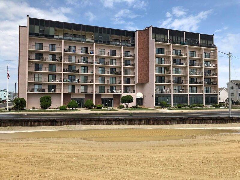 Regency Towers #522/24 143624, holiday rental in Elizabeth