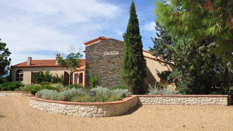 Tatzo d'Amunt Villa Sleeps 10 with Pool Air Con and Free WiFi - 5879980, holiday rental in Ortaffa
