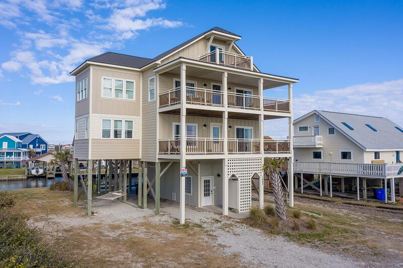 New River Inlet Rd 1597   Canal Home   Unobstructed Ocean View   Perfectly Decor, holiday rental in Sneads Ferry