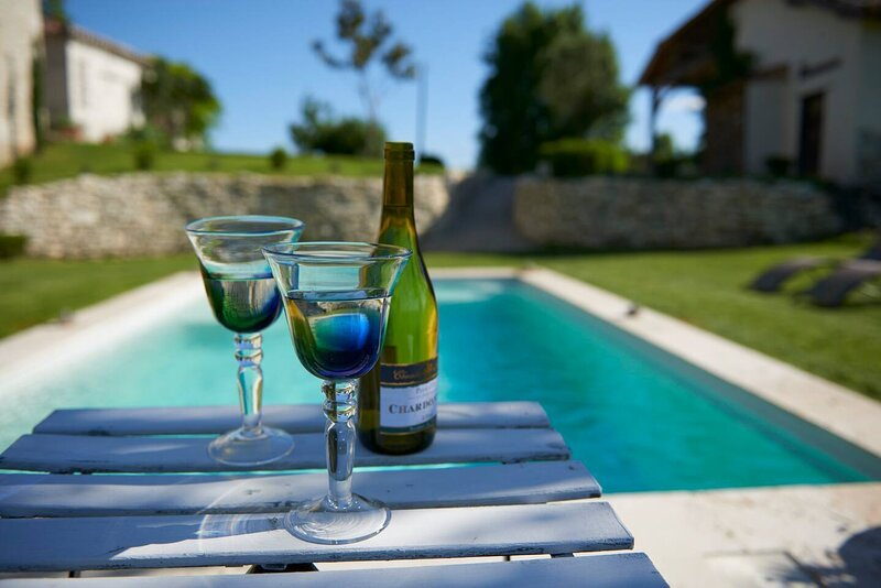 Stunning views in rural, tranquil setting, casa vacanza a Sauveterre